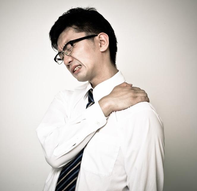 つらい肩こり…オフィスや自宅で行なえる肩こり解消ストレッチ