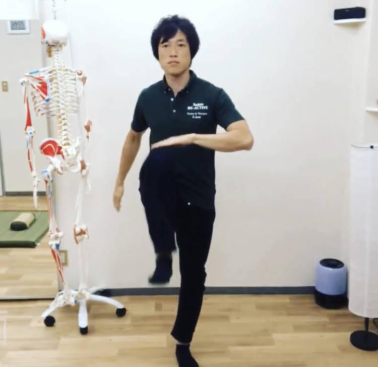 転倒予防にはこれ!腸腰筋を鍛える5方向ニーリフト